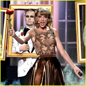 Taylor Swift Opens AMAs 2014 with 'Blank Space' (VIDEO)
