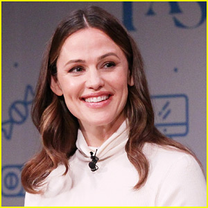Jennifer Garner & New Boyfriend Enjoy a Broadway Date Night!