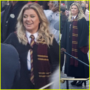 Kelly Clarkson Films at the Wizarding World of Harry Potter in Universal Studios!