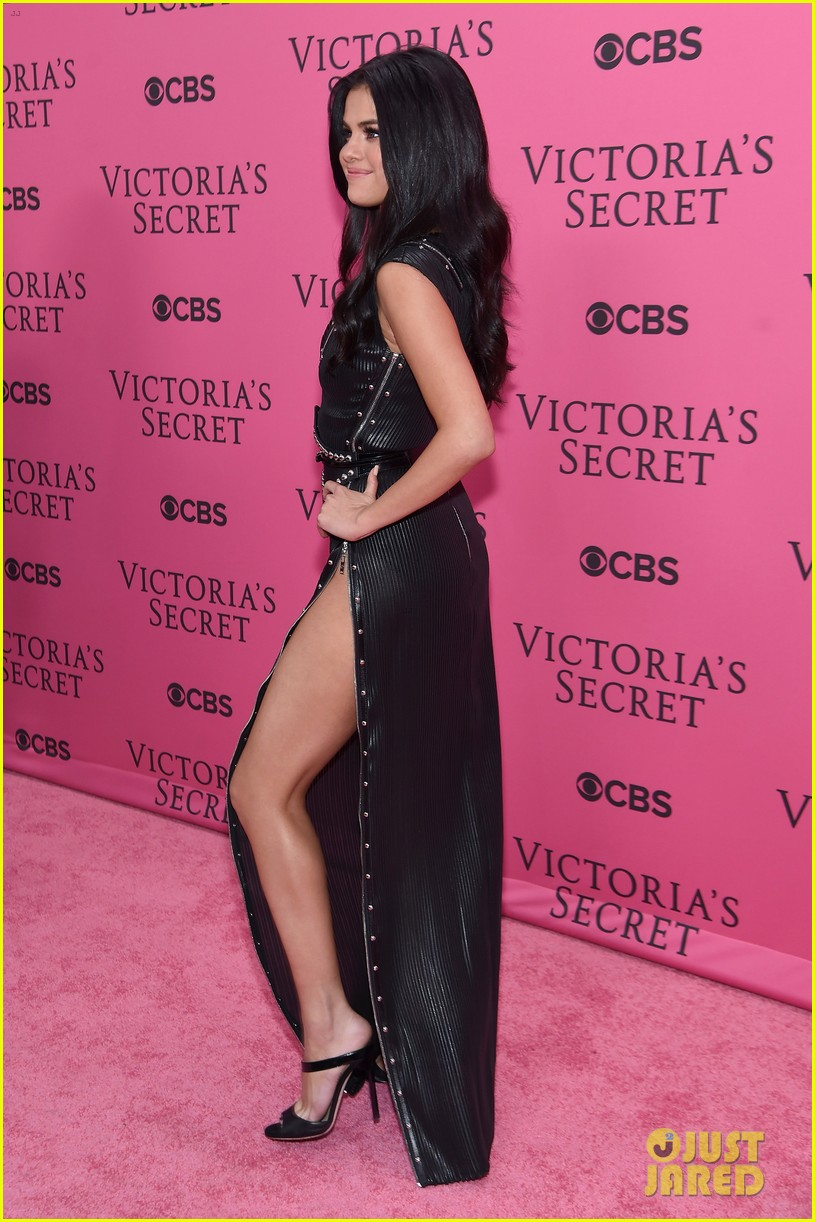 Selena Gomez Slays The Pink Carpet At Victorias Secret