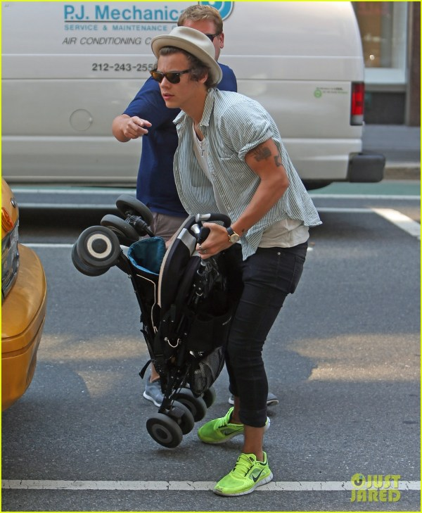 Harry Styles NYC Walking Post - Oh No They Didn't!