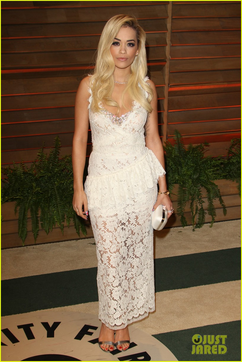 rita ora blonde bombshell at the vanity fair oscars party 2014 02