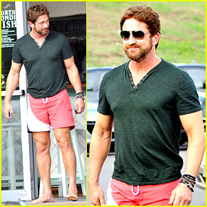Gerard Butler Shows His Barefoot Confidence At Sydney