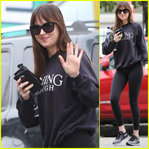 Dakota Johnson Smiles & Waves While Heading to the Gym in Burbank!
