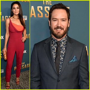 Marl-Paul Gosselaar & 'The Passage' Cast Premiere Their New Series!
