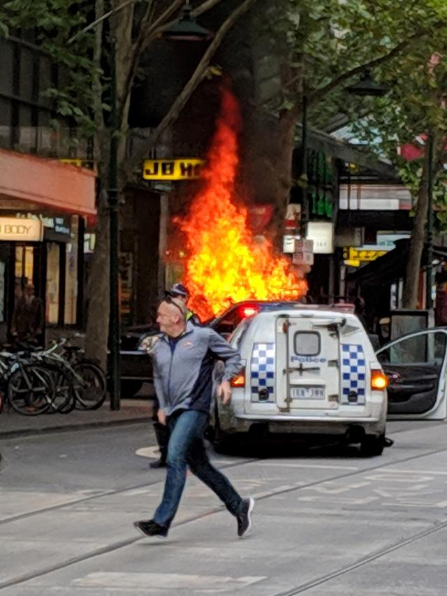 Teroris Bakar Mobil dan Tikam Pejalan Kaki di Melbourne, 1 Tewas