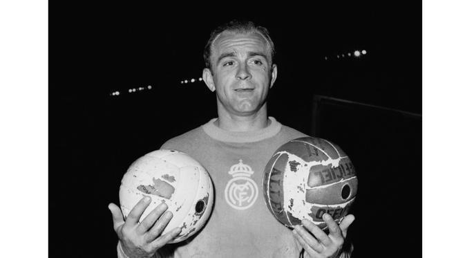 Legenda Sepak Bola Asal Spanyol Alfredo Di Stefano pernah meraih Ballon d'Or sebanyak dua kali yaitu pada tahun 1957 dan 1959. (AFP Photo/STAFF)
