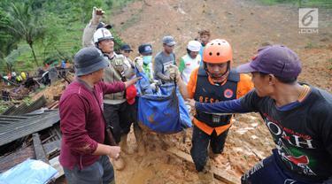 FOTO: Jenazah Korban Longsor Dusun Cimapag Disambut Isak Tangis