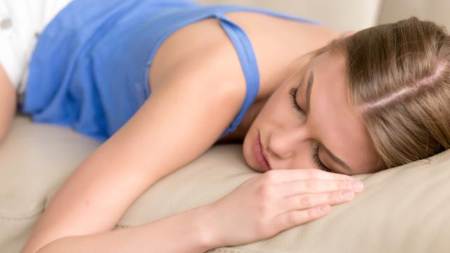 Tidur tengkurap (iStock)