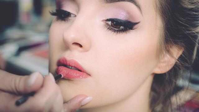 Ilustrasi makeup