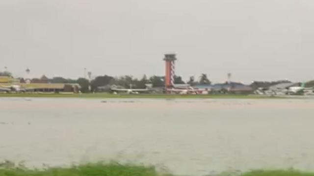Banjir di Bandara Halim Perdanakusuma. Foto: istimewa dari berbagai sumber