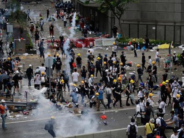 Demo Hong Kong Berlanjut, Massa Geruduk Stasiun MTR pada Jam Sibuk - Global  Liputan6.com