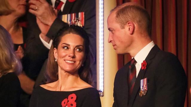 Kate Middleton Pinjam Anting Ratu Elizabeth untuk Remebrance Day