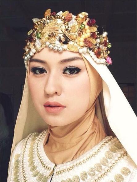 6 Pesona Seleb Blasteran saat Pakai Hijab, Bikin Pangling