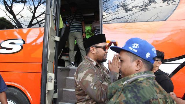 Bus Pariwisata Antar Anggota DPRD Kota Malang ke KPK