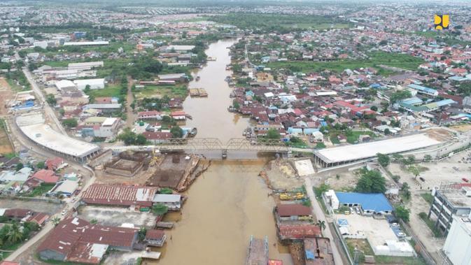 Proses pembangunan jembatan Sei Alalak Kalimantan Selatan