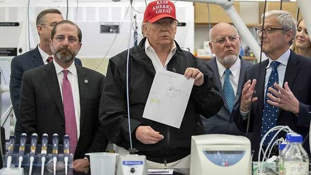 Kunjungan Donald Trump dengan otoritas layanan kesehatan AS terkait uji Virus Corona di Atlanta.