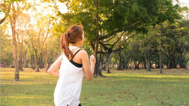 Ilustrasi gaya hidup sehat dengan berlari
