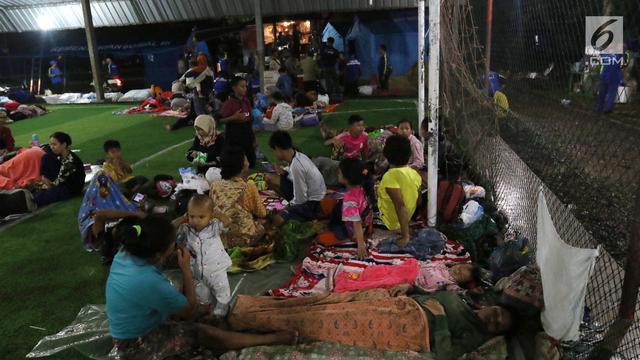 Pengungsi Tsunami Anyer di Lapangan Futsal