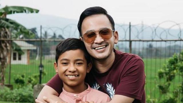 Ruben Onsu bersama anak angkatnya, Betrand Peto (Foto: Instagram/@betrandpeto)