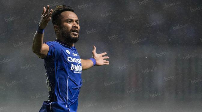Pemain Persib, Zulham Zamrun, merayakan gol yang dicetaknya ke gawang Barito Putera pada laga TSC 2016 di Stadion Pakansari, Bogor, Jawa Barat, Sabtu (14/8/2016). (Bola.com/Vitalis Yogi Trisna)