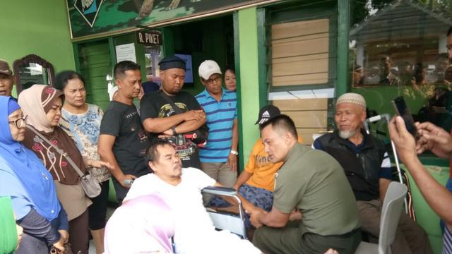 Mat Solar bertemu Komandan Koramil 2101/Sukaraja, Kabupaten Bogor, Kapten (Inf) Tatang Taryono. (Foto: Dok. Pribadi)