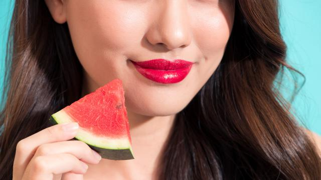 Trik kurus pakai lipstik terang (iStock)