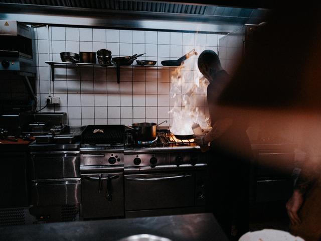 Ghost kitchens are rising in popularity because they're a lower cost alternative to operating a traditional restaurant. Konsep Cloud Kitchen Solusi Tambahan Pemasukan Bagi Pemilik Restoran Yang Sepi Pengunjung Lifestyle Liputan6 Com