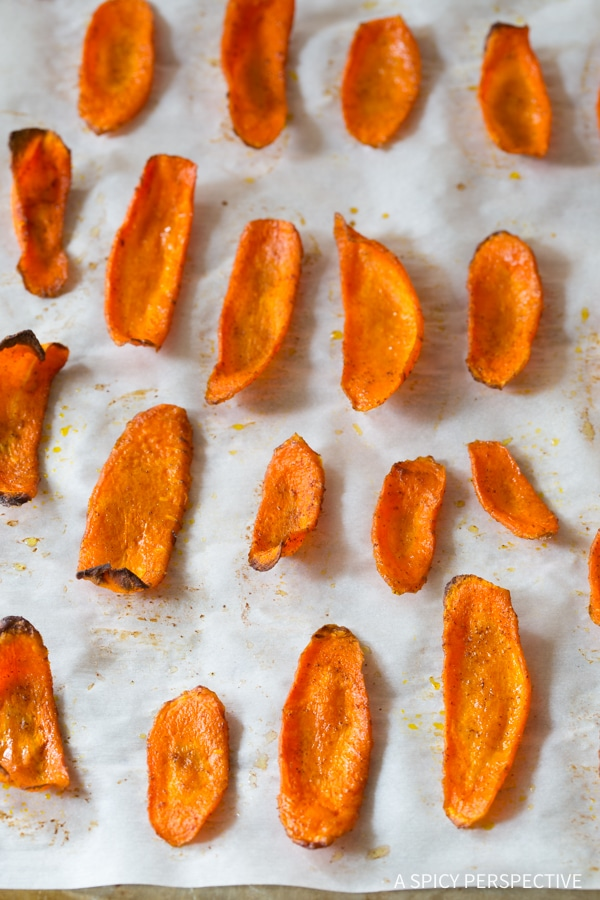 The Best 5-Ingredient Healthy Baked Carrot Chips Recipe #glutenfree #paleo #vegan