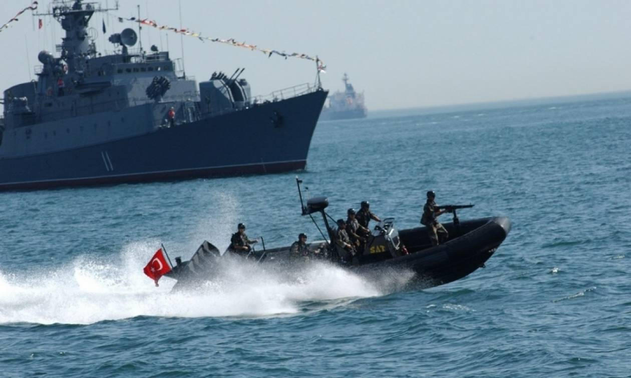 Σκηνικό έντασης στα Ίμια – Τουρκικά πολεμικά πλοία προσέγγισαν τη βραχονησίδα (Vid)