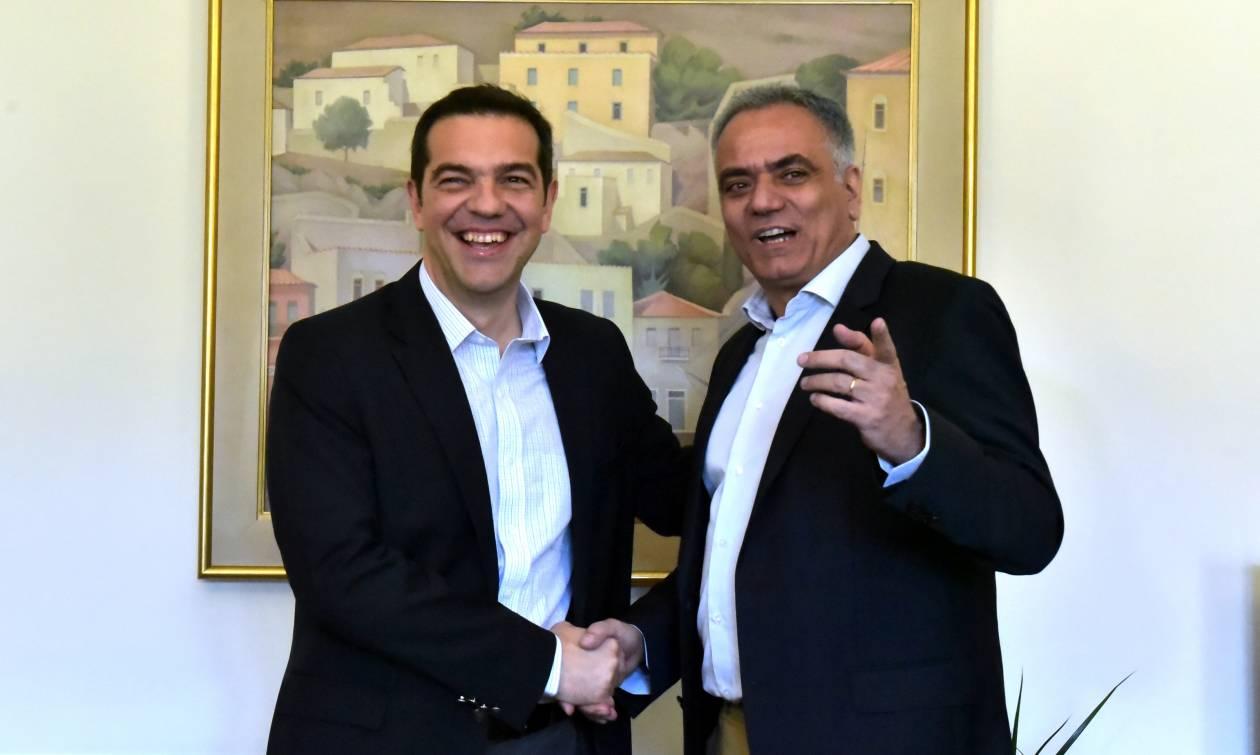 Στο υπουργείο Εσωτερικών ο Αλέξης Τσίπρας: Τι είπε για τους συμβασιούχους (vid)