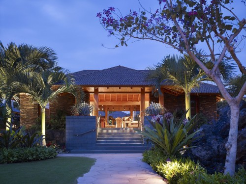 Tropical plants and palm trees fit the climate and architecture of this Hawaii home. Landscaping by Suzman Design Associates