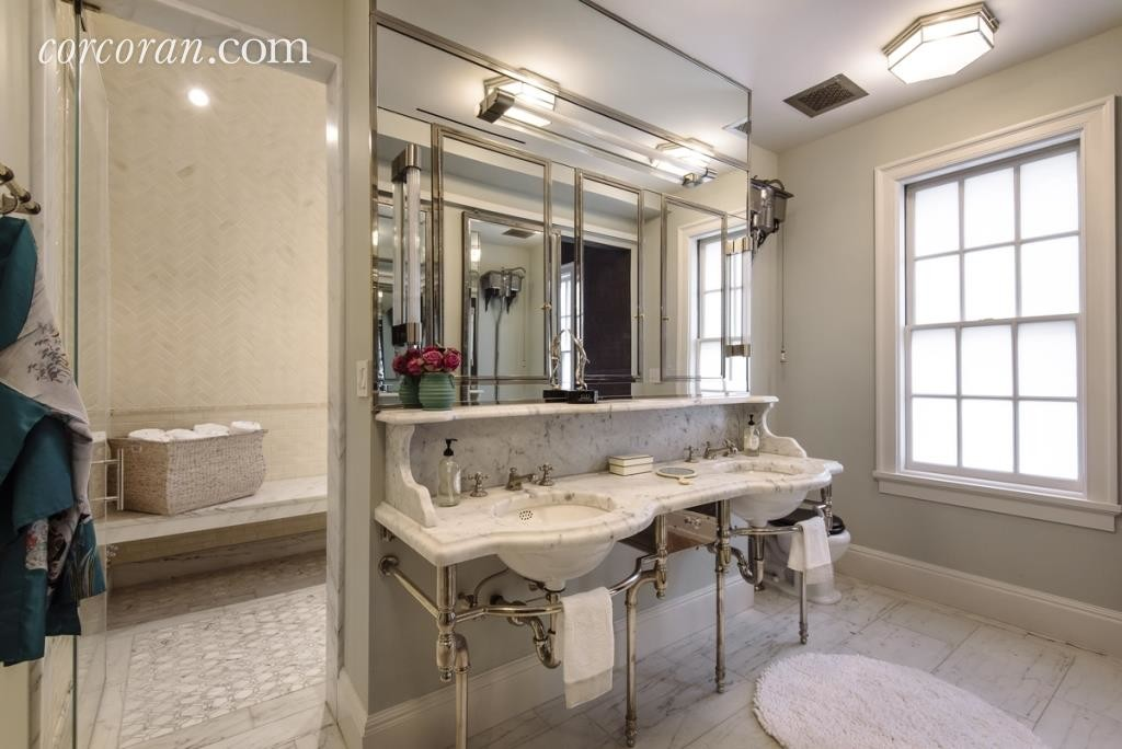 Uma Thurman's bathroom