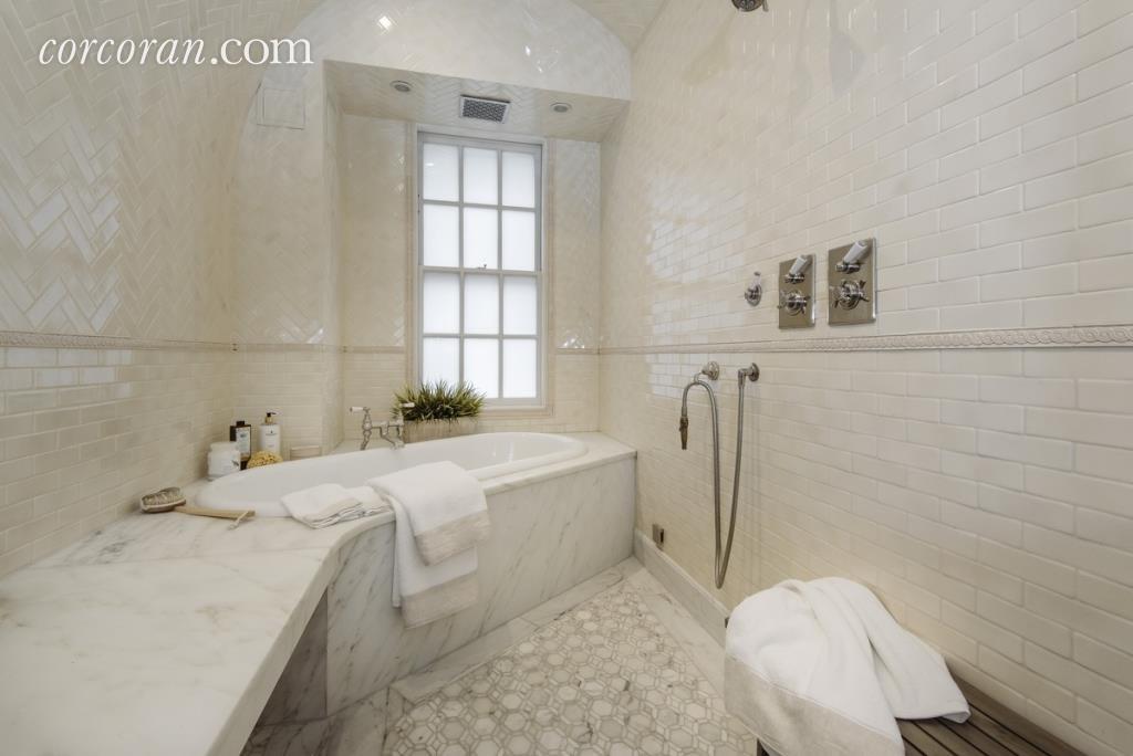 Uma Thurman's tub