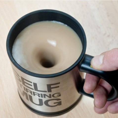 20 petits cadeaux de noel a moins de 10 euros - mug avec melangeur automatique