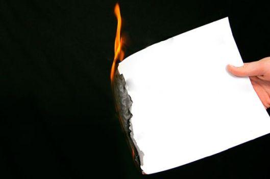 Resultado de imagen para escribir en papel y quemarlo