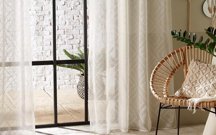le tende sono quindi indispensabili nell'arredamento della vostra casa e, in quanto tali, chiedono di essere preferite di ottima qualità. Scegliere Bene Le Tue Tende Trasparenti Eminza