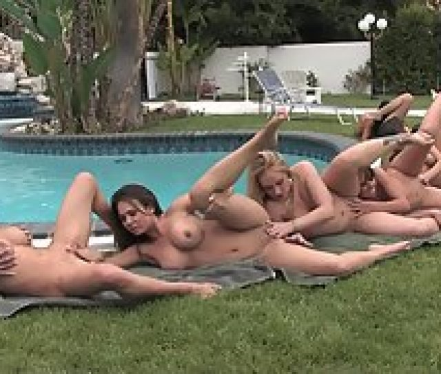 Round Ass Babes Licked Their Tight Pussies In Groupsex