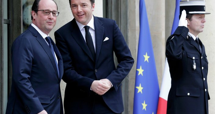 French President Francois Hollande (L) welcomes Italy's Prime Minister Mateo Renzi at the Elysee Palace before a meeting in Paris, February 24, 2015.