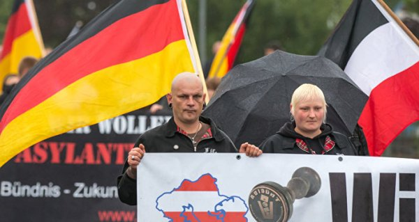 Polish Far-Right Groups March in Warsaw to Mark ...