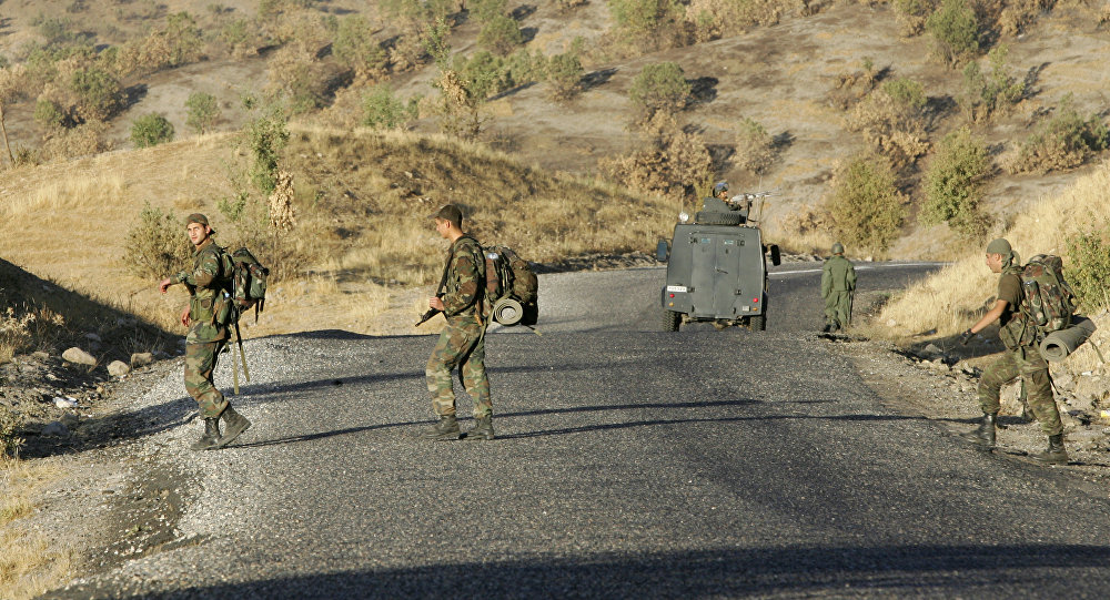 Turkish commando troops patrol on a road in the southeastern province of Sirnak at the Turkish-Iraqi border (File)