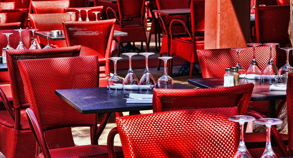 There is one very curious restaurant in a Paris suburb that became known for not allowing in possibly one of the wealthiest group of people – bankers, unless they pay an entrance fee of 70,000 euros ($78,000), Le Figaro reported.
