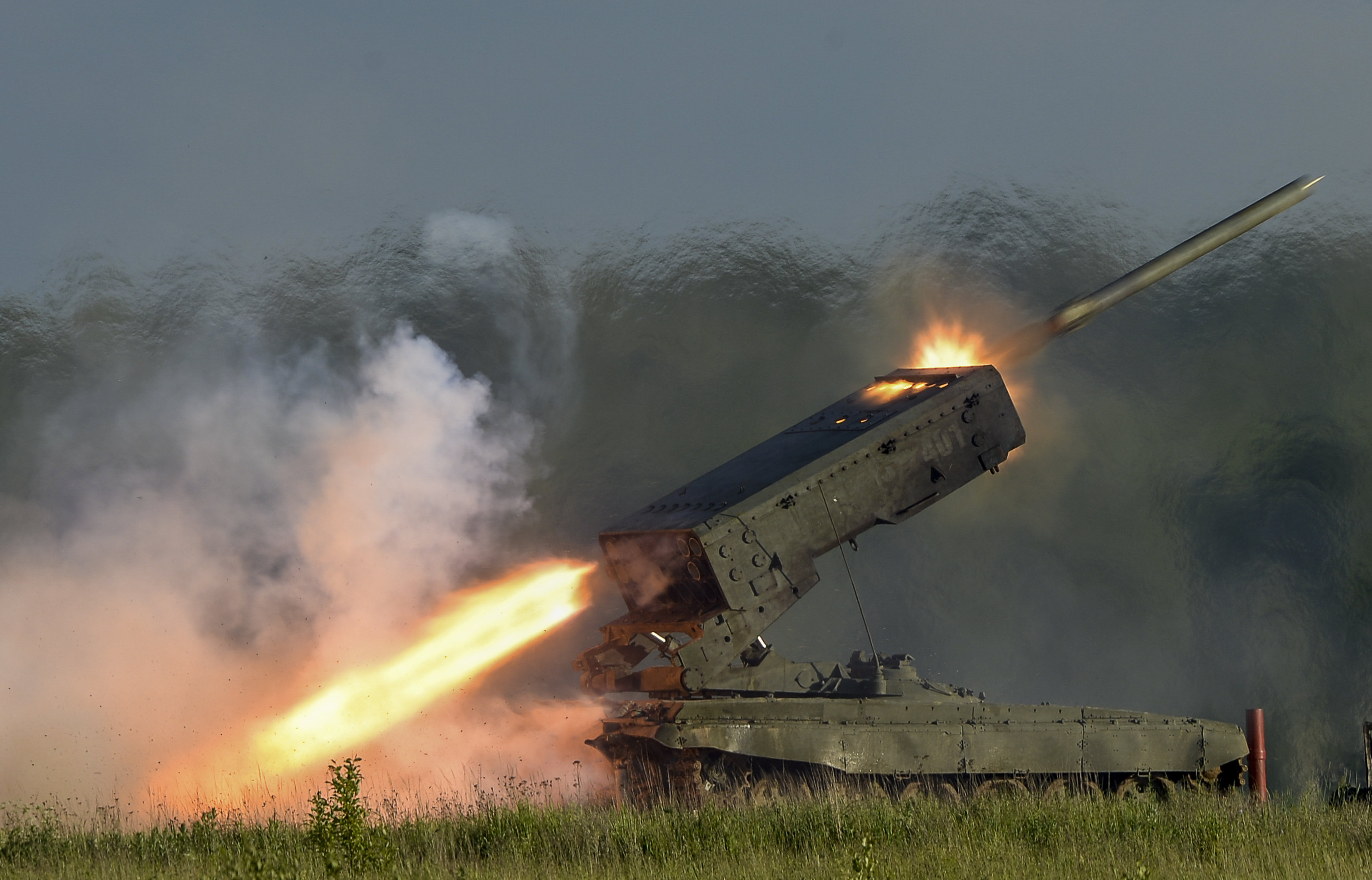 TOS-1A Solncepiek heavy flamethrower system.