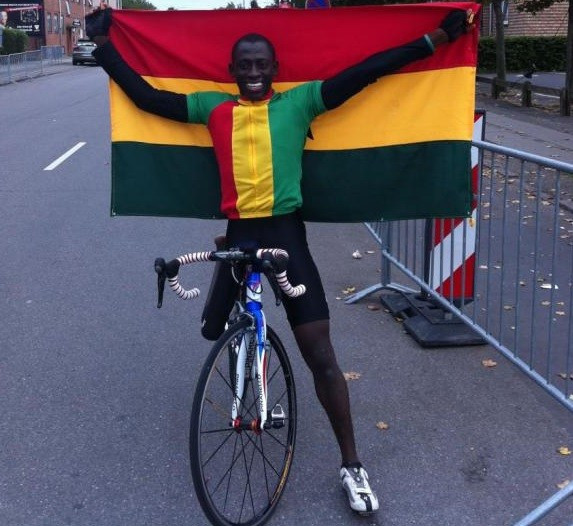 Ghanaian Para-cyclist Alem Mumuni is continuing to help under privileged children and families in the African nation ©Right to Dream