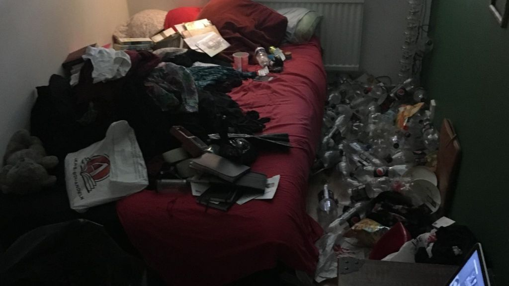 Depression Sufferer's Bedroom Clean-up Is Online Hit