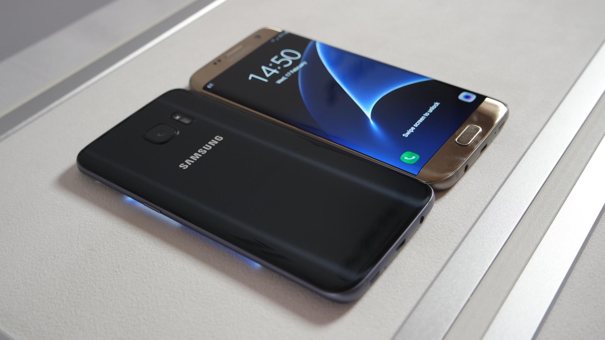 Samsung Galaxy S7 Edge por delante y por detrás
