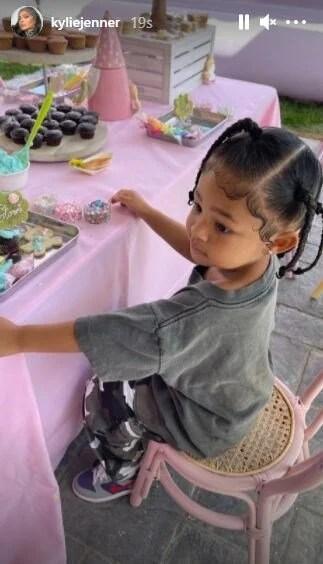 Khloe Kardashian's daughter Doğru is 3 years old - 11