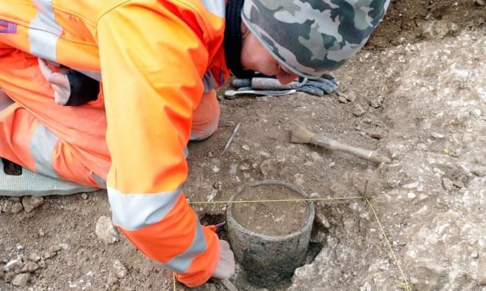 Stonehenge'in gizemi çözülüyor: Bronz Çağı döneminden kalma mezar bulundu - 5