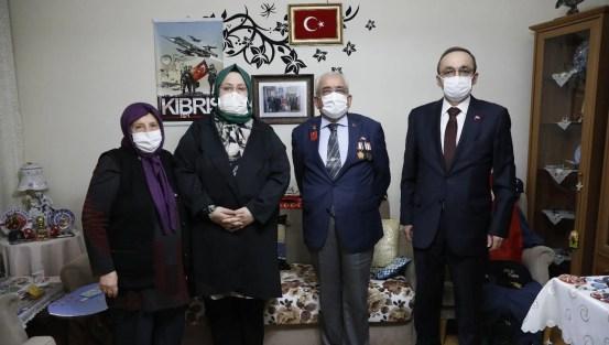 Ο υπουργός Σελτσούκ έσπασε γρήγορα στο σπίτι του βετεράνου της Κύπρου «Ρέσατ Μπάμπα»