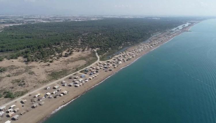 Pandemi beş yıldızlı otellere komşu 'Çardak Beach' tatili sezonunu uzattı